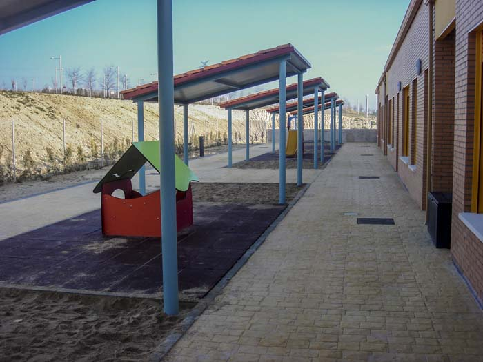 http://colegiotempranales.com/images/tempranales/centro/patios/Cole_002.jpg