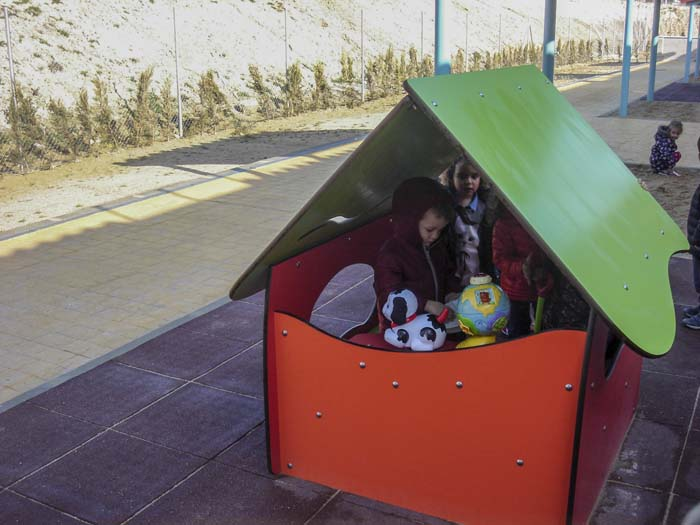 http://colegiotempranales.com/images/tempranales/centro/patios/Cole_056.jpg
